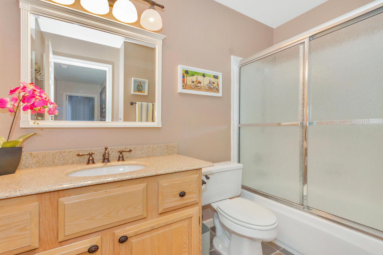 140 Live Oak Ct Vallejo CA-large-024-1-Bathroom-1500x1000-72dpi.jpg