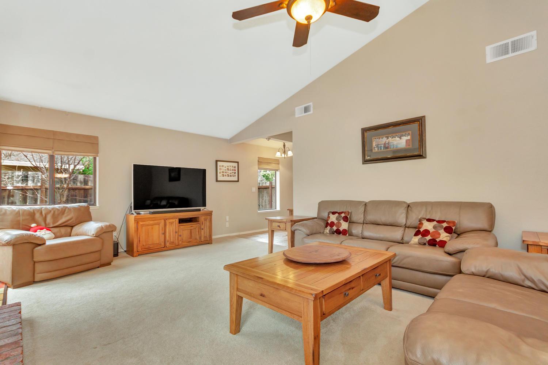 530 Laurel Ct Benicia CA 94510-large-006-15-Living Room 3a-1500x1000-72dpi.jpg