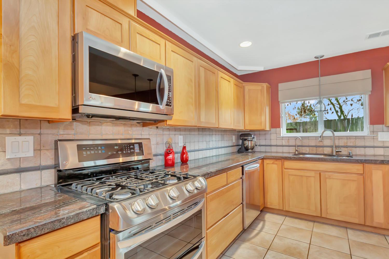 530 Laurel Ct Benicia CA 94510-large-015-26-Kitchen 5a-1500x1000-72dpi.jpg