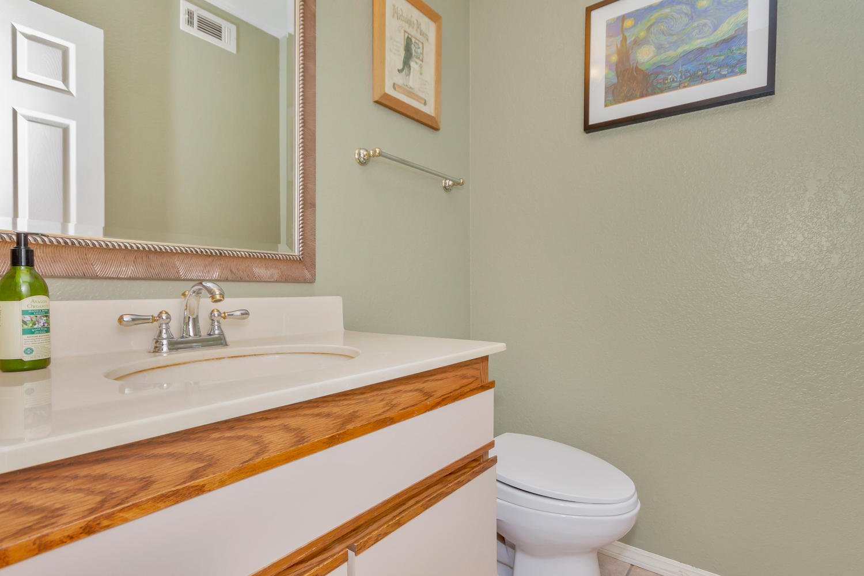 530 Laurel Ct Benicia CA 94510-large-021-20-Half Bath-1500x1000-72dpi.jpg