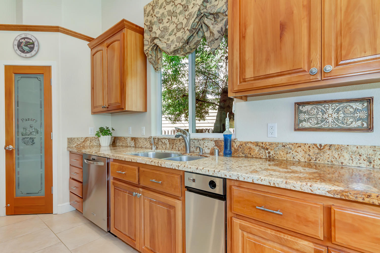 1413 Ohare Dr Benicia CA 94510-large-011-17-Kitchen 2a-1500x1000-72dpi.jpg