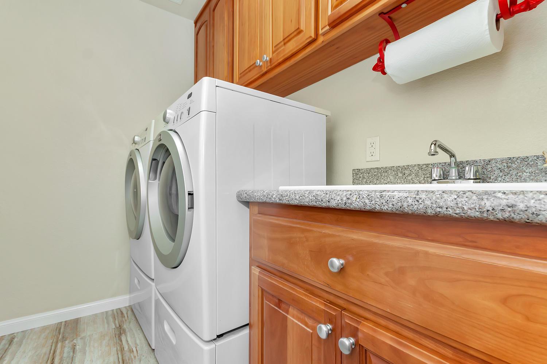 1413 Ohare Dr Benicia CA 94510-large-028-12-Laundry-1500x1000-72dpi.jpg