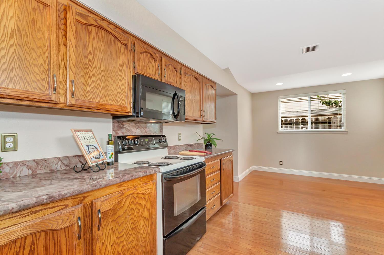 742 Barton Way Benicia CA-large-010-17-Kitchen 5a-1500x998-72dpi.jpg