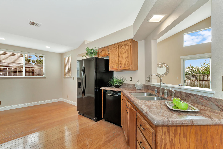 742 Barton Way Benicia CA-large-011-30-Kitchen 6a-1500x1000-72dpi.jpg
