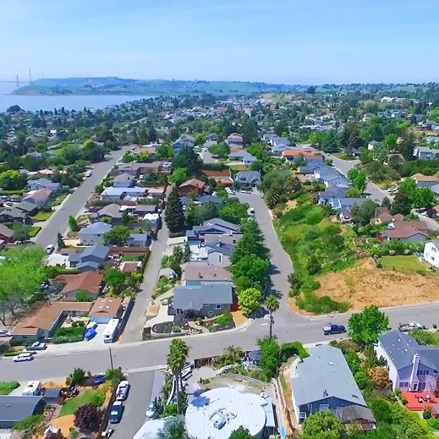 This Extraordinary Downtown West Side Benicia Home is finally on the market after a full remodel. 1351-w-3rd.com 🏡 expertise with heart #birnbaumrealty 🌱