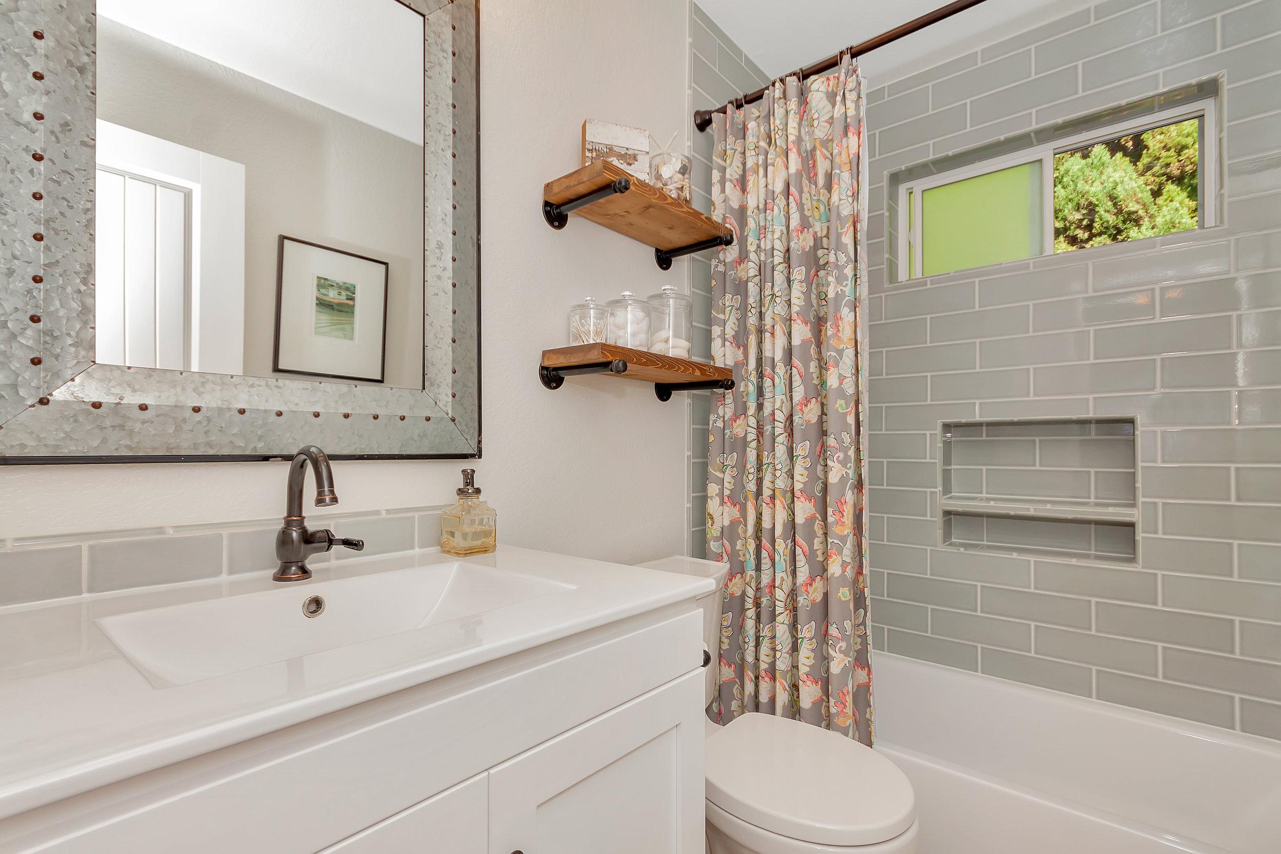 388 W Seaview Dr Benicia CA-print-025-002-Bathroom 1-4200x2800-300dpi.jpg
