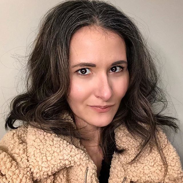 Frizzy and grey hair don't care. Wind whipped and freezing - hello winter. Been a minute since I've felt selfie worthy...but a little curl in the hair and a touch of mascara go a long way some days. . . . . . #liciadee365 #selfieselflove