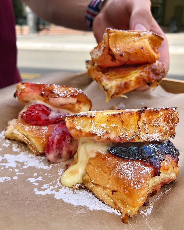 Celebrate Friday Eve with our Mini Dessert Grilled Cheese Trio!! 🧀🧀🧀 It's made with 3 Kings Hawaiian Sweet Rolls with Brie and Strawberry Preserve, Blueberry Bourbon Jam and Apple Maple Bacon Jam (@terrapinridgefarms)! 🍓🍇🍎 Come try it today! 🙌 #elbowsmacncheese