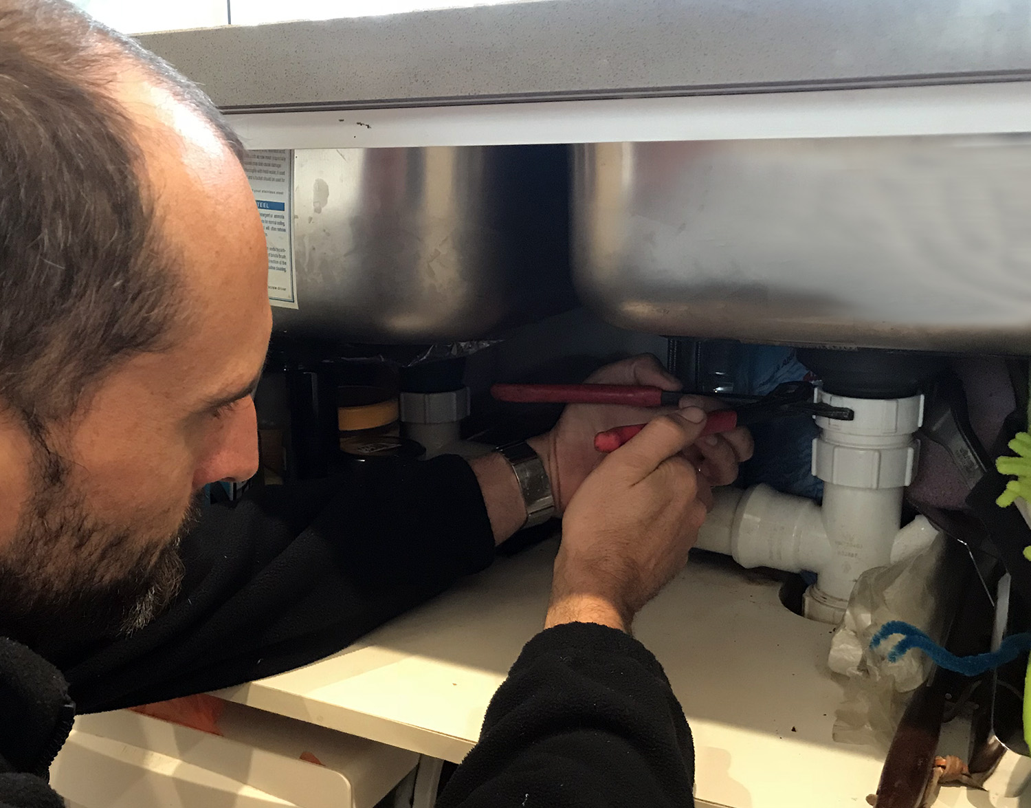 Whether it's a leaking tap, a running toilet, a blocked drain or a hole in the roof, the team at Dave's h2o Plumbing Solutions will be able to assist with all of your plumbing needs.