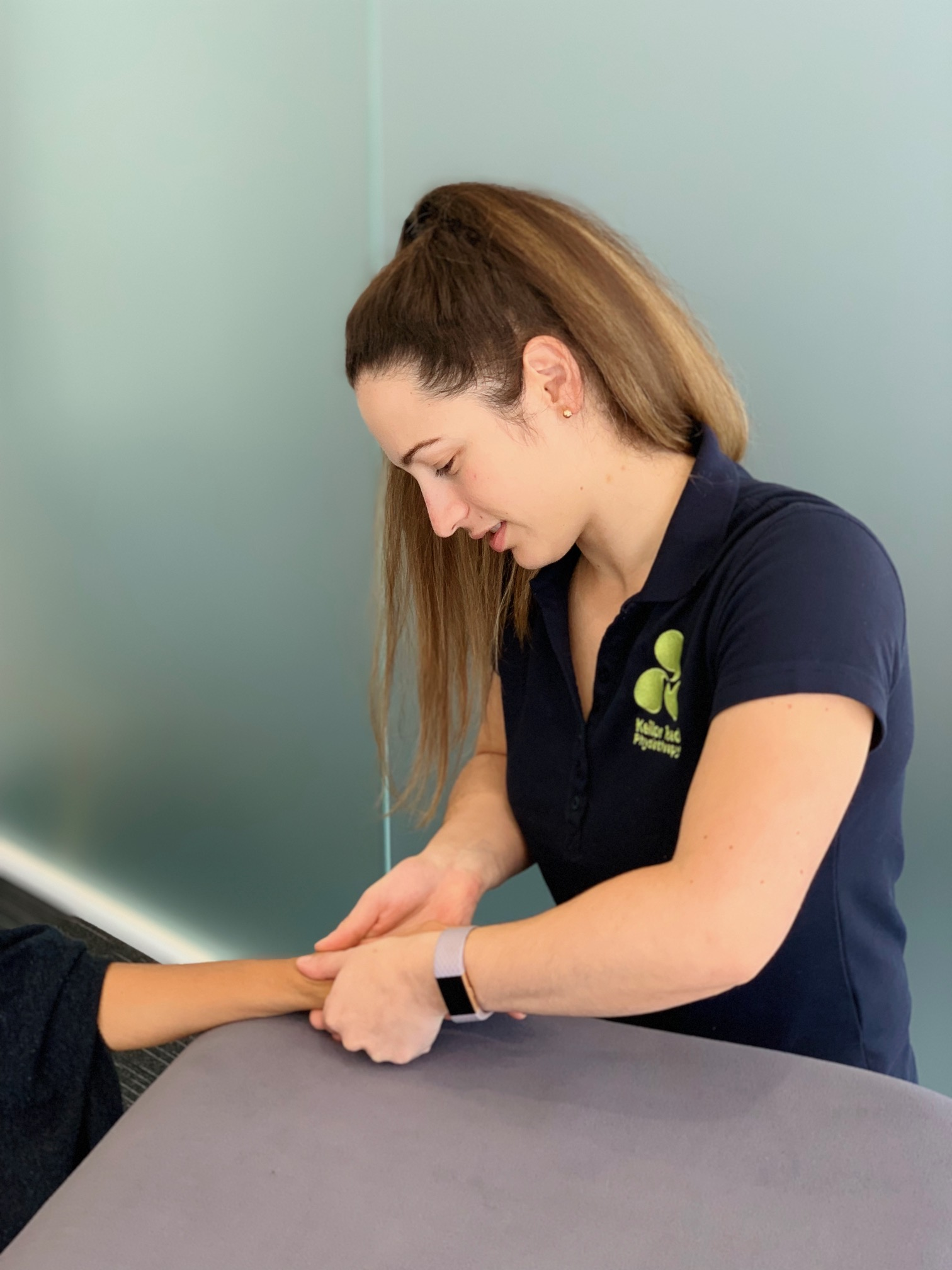 Assessment of wrist mobility in the treatment of tendinopathy.