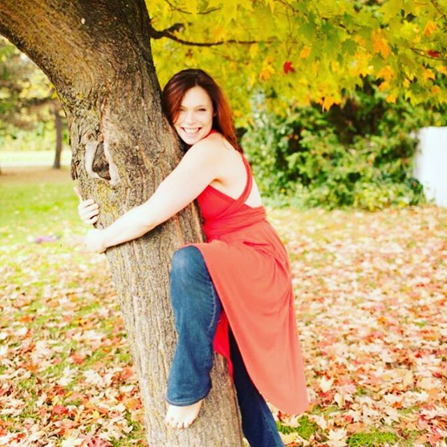 I love trees so much, I hug them. I do. I touch them and breathe in their wisdom and their essence and sometimes ask them questions. AND I thank them.  Yes, I'm weird. I love my weird.  What's your weird habit?? How much do you love it?? Excited to welcome some more tree-huggers here this weekend for #fullmoonnatureimmersion #yogaretreat #natureretreat #naturelover #treehugger #fall #fallfun #hugatree