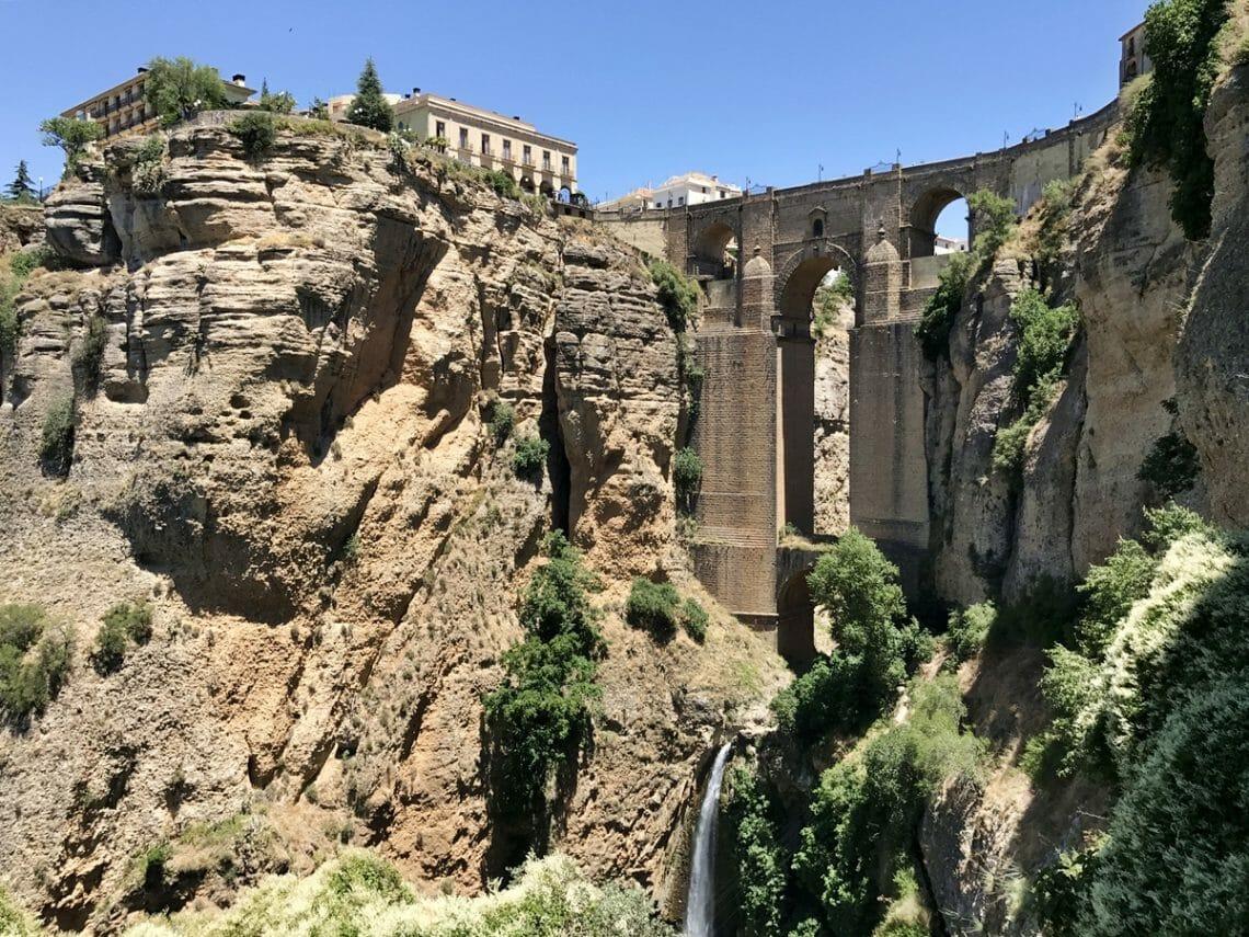Puente-Nuevo-New-Bridge-Ronda-Spain-1140x855.jpg