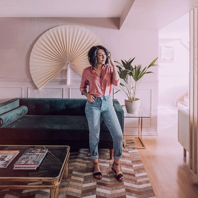 If you don't own studded mom jeans, you need to get some asap. 👵👵👵 . . . . . . . . . . . . . #bohohome #mybohoabode #myeclecticmix #myeclectichome #myplantlovinghome #mycuratedaesthetic #planteriordesign  #houseplantclub #bohoismyjam #myhousebeautiful #cornerofmyhome #pocketofmyhome #apartmenttherapy #sodomino #theeverygirlathome #textileheaven #homeinspo #interiorinspo #interiors4all #interiordesign #tattoos #momswithtattoos #instaink #midcenturymodern #midmod #girlswithtattoos #ootd