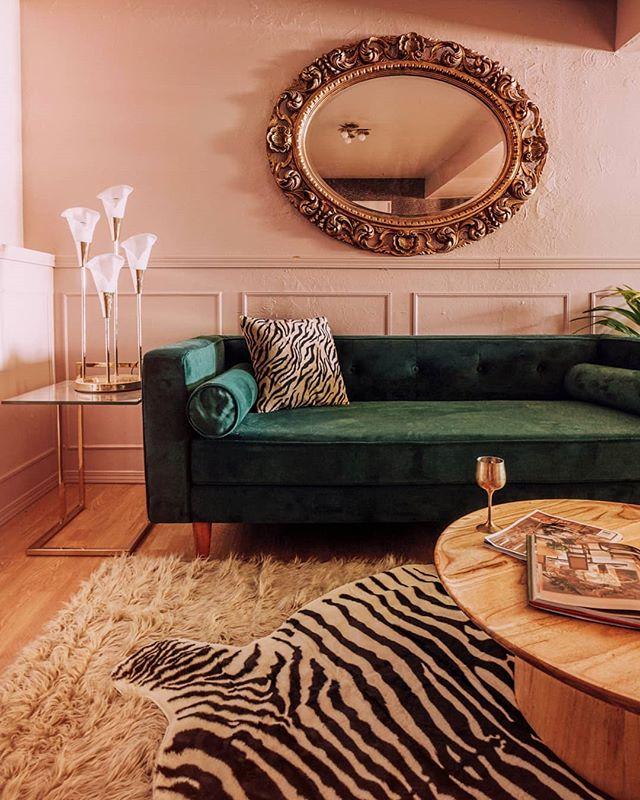 Finally hung my garage sale mirror. V happy. 😍✨ Also, zebra rug. $40 on Amazon.  Also V happy.  Linking in stories.  Not sponsored. 🤗 . . . . . . . . . . . . #modernhome #myeclecticmix #myeclectichome #myplantlovinghome #mycuratedaesthetic #planteriordesign #urbanjunglebloggers #houseplantclub #bohoismyjam #showmeyourboho #myhousebeautiful #cornerofmyhome #pocketofmyhome #apartmenttherapy #sodomino #theeverygirlathome  #homeinspo #homemagic #interiorinspo #interiors4all #interiordesign #plantgang #plantsmakepeoplehappy #hunkerhome #shapes #pinkinterior #pinkisthenewblack #mydomaine #lonnyliving