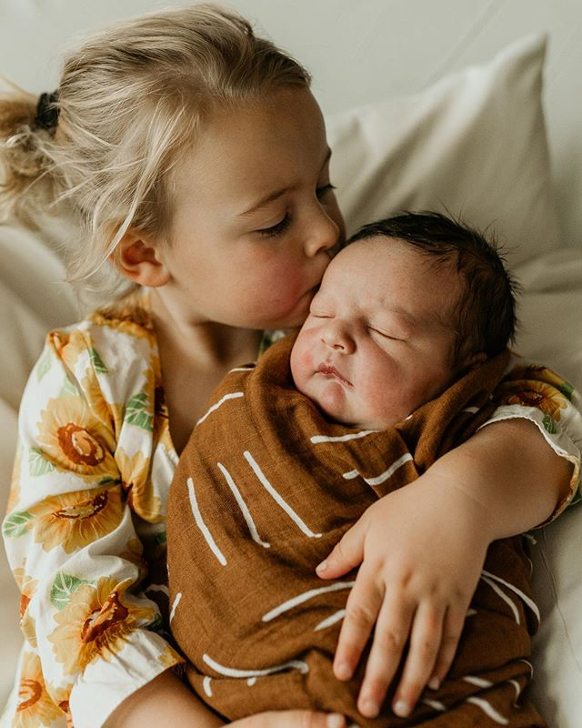 When Zahli became a big sister 💛 #Fresh48 #newbornphotography #alannahmortonphotography #goldcoastphotographer #goldcoastfamilyphotographer #graftonphotographer