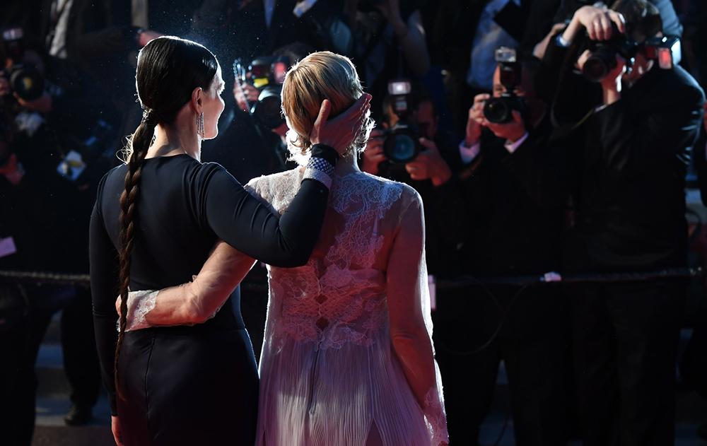 Juliette Binoche and Valeria Bruni Tedeschi Ma Loute  © Anne-Christine Poujoulat / AFP