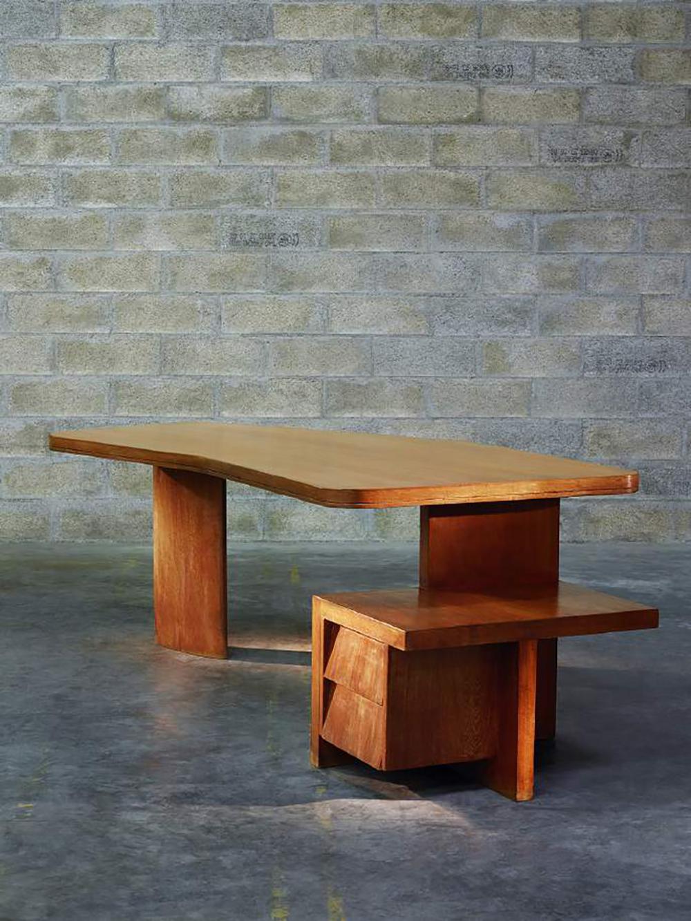 Pierre Jeanneret (1896-1967), Desk, Ca. 1955 Teak / H. 29,9 x L. 94,5 x P. 43,3 in. © Marie Clérin / Laffanour Galerie Downtown, Paris