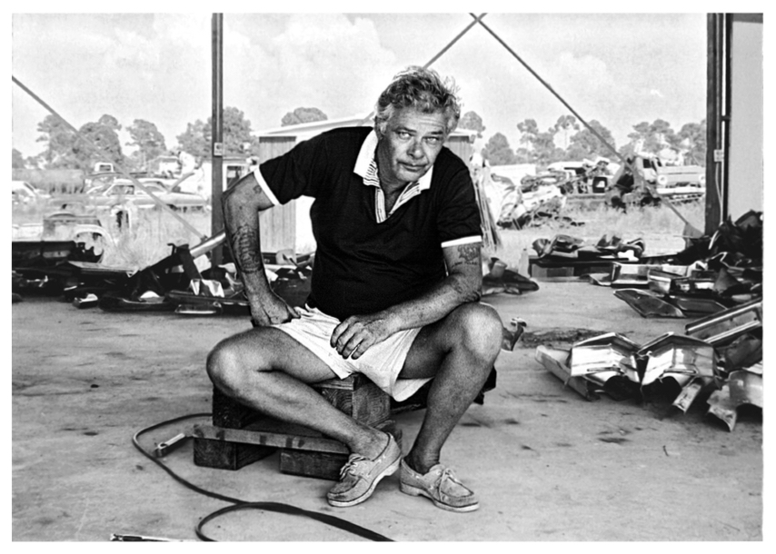 John Chamberlain in his temporary living quarters and studio, Glueck's Auto Parts salvage yard, Osprey, Florida, August 27, 1980  © 2019 Estate of Marcia Corbino / Artists Rights Society (ARS), New York