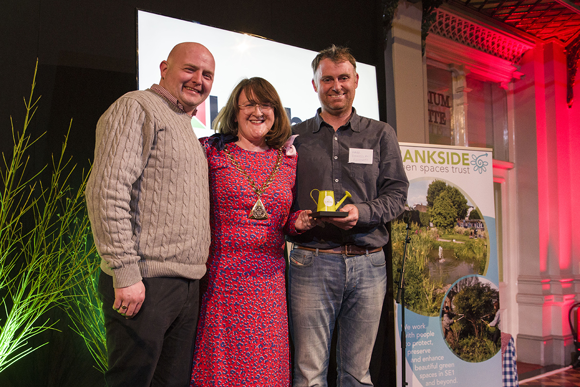 The Mayor of Southwark and representatives of Keltbray web.jpg
