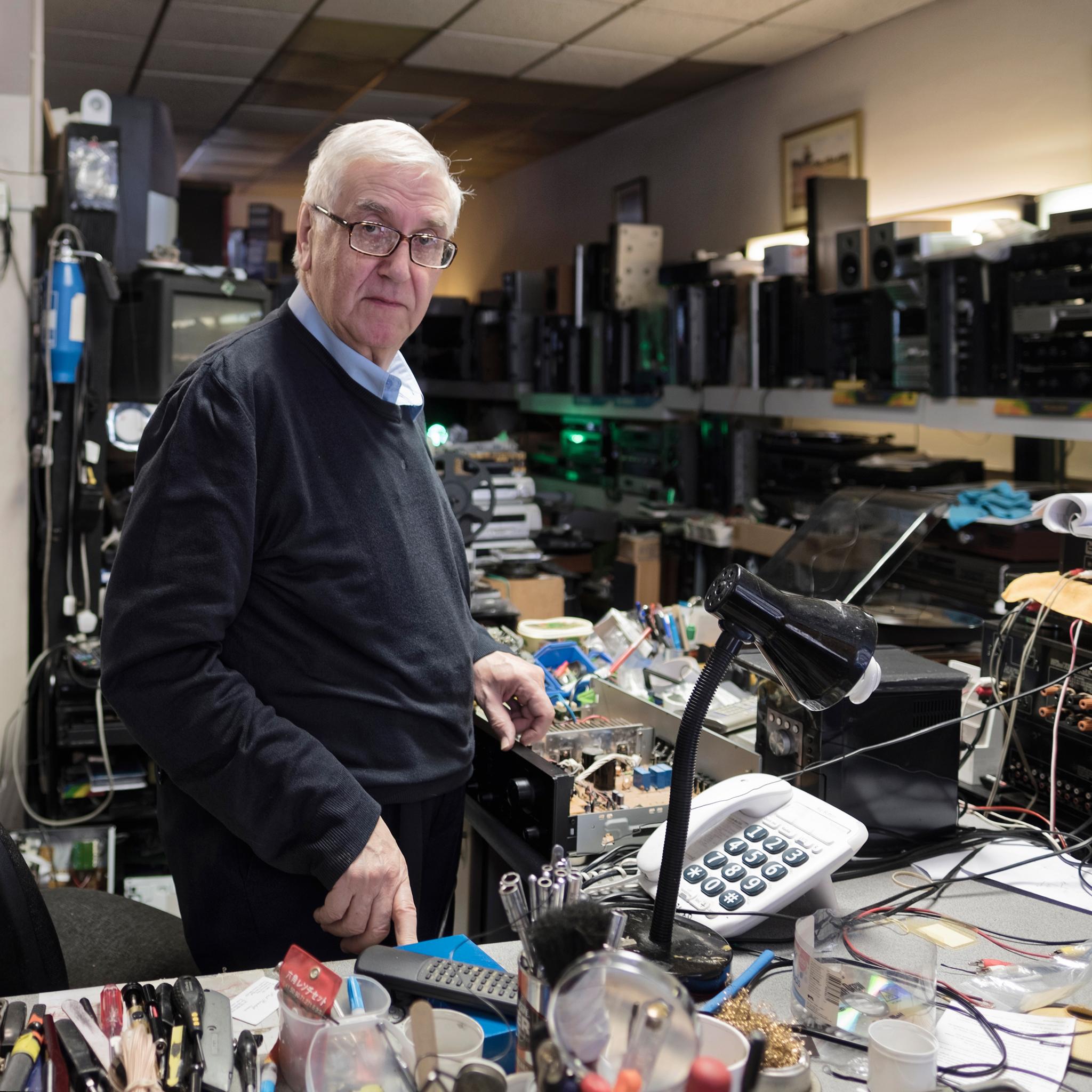 Alfonso, Repairer of aging Hi-Fi