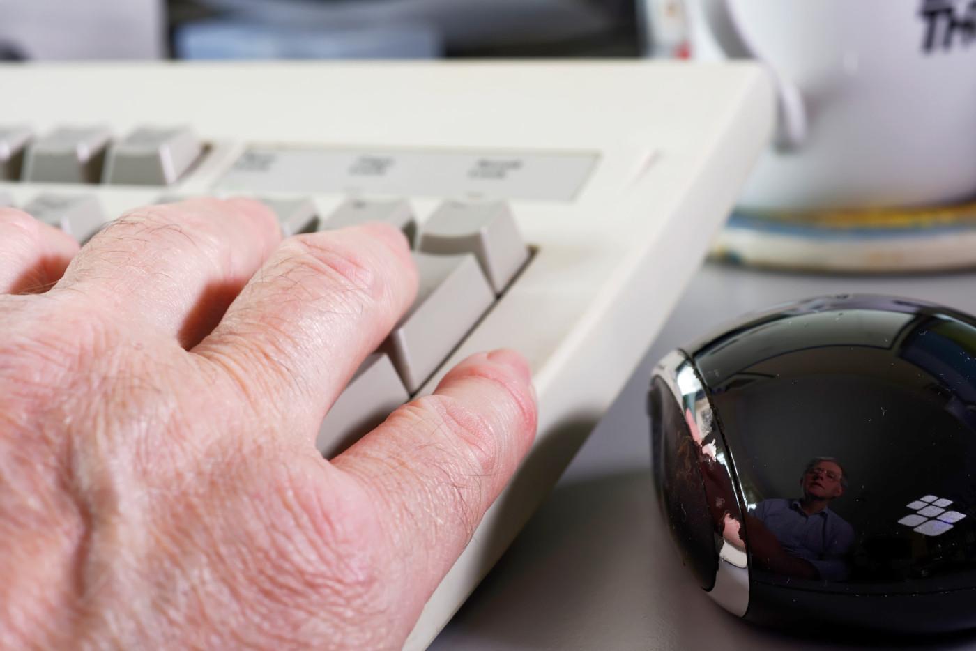 Mouse-back-close1_6767_PsC_sRGB.jpg