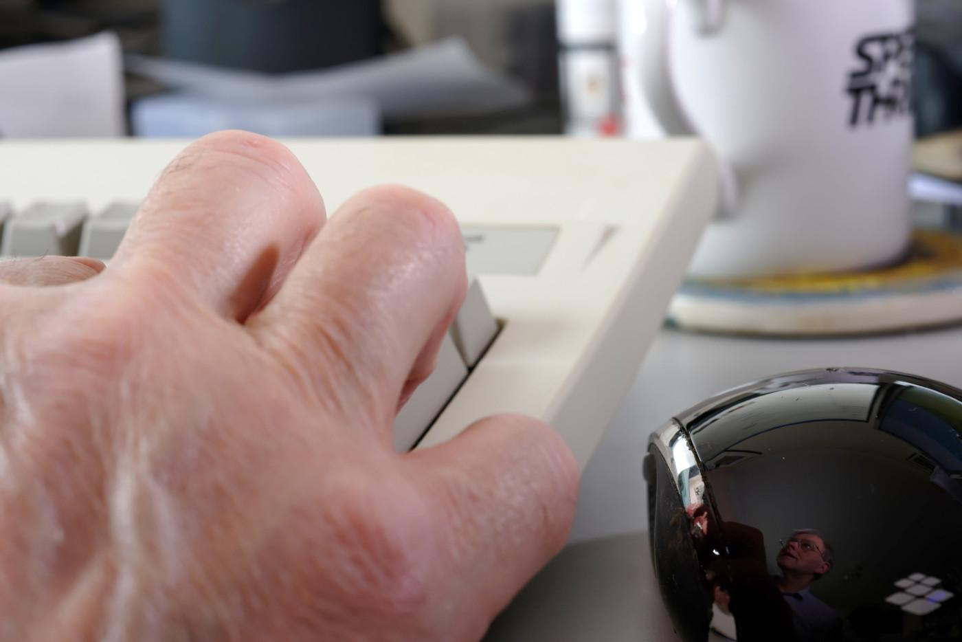 Mouse-back-close2_6771_PsC_sRGB.jpg