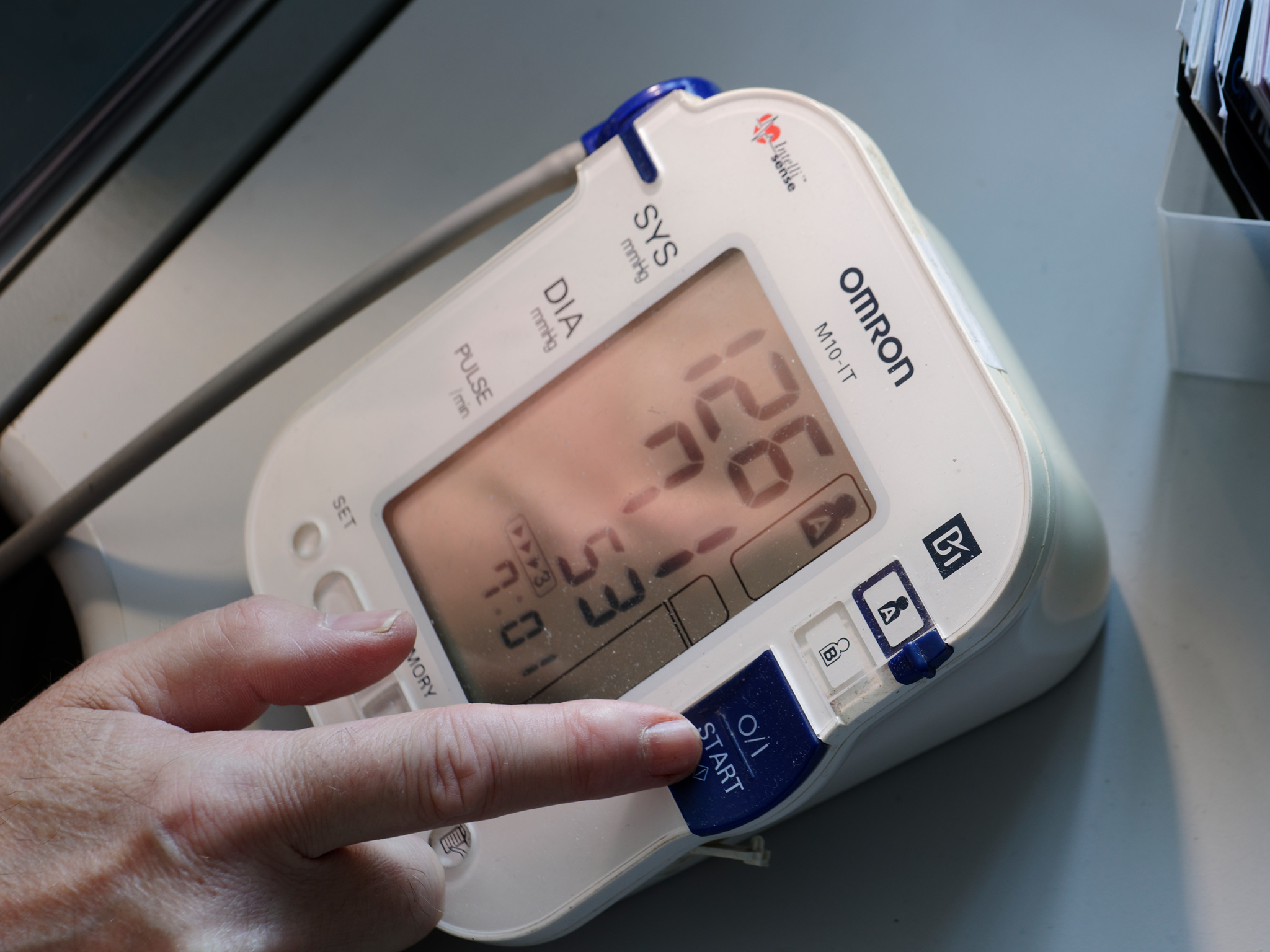 04_Graham BP monitoring+finger_6441_Ps4x3.jpg