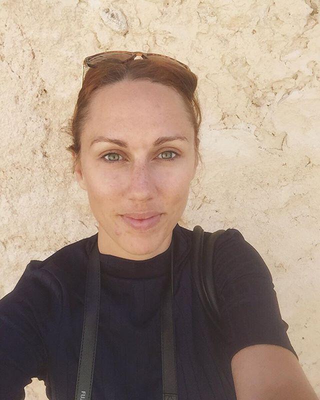 Igår satte vi oss i bilen med Portals Vells i siktet, men vi kollade upp hur vindarna låg och åkte till Playa Formentor istället. Magiskt fint och en behövd dag i solen. Uppifrån vakttornet kändes utsiktern än mer magisk och jag pratade med Andreas en stund om hur jag ska gå vidare med mina olika bokprojekt. Kändes bra. Idag förbereder jag inför morgondagens vigselfotografering. Vill du följa mig imorgon, följ mitt konto @idacrr.