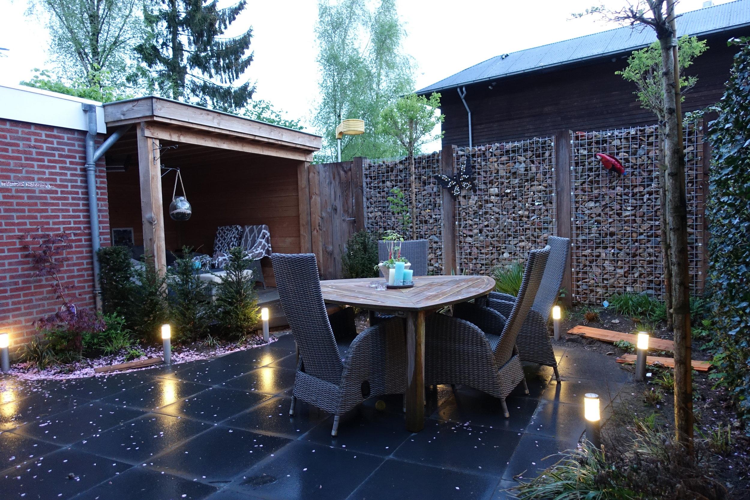Tuinontwerp Driebergen   150 m2  De beleving van de tuin buiten werktijden staat hier centraal.