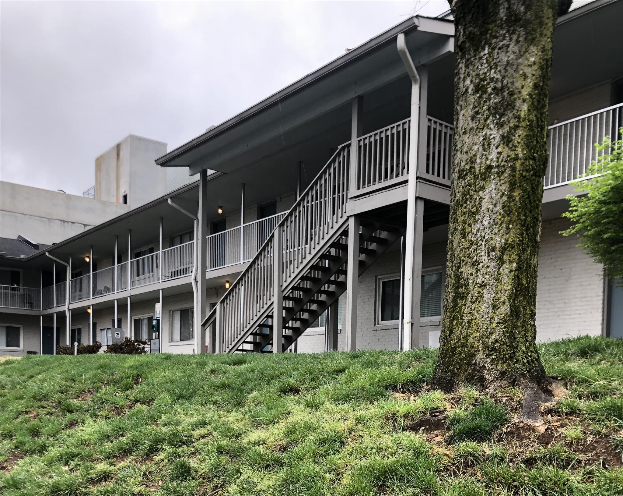 803 Hillwood Hts Apt 206, Nashville, TN   PURCHASED PRICE $192,000  1 BED · 1 BATH · 418 SQF