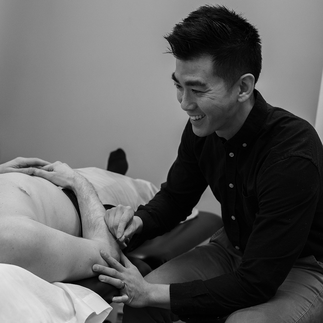 Action Shots_055_accupuncture_BW.jpg