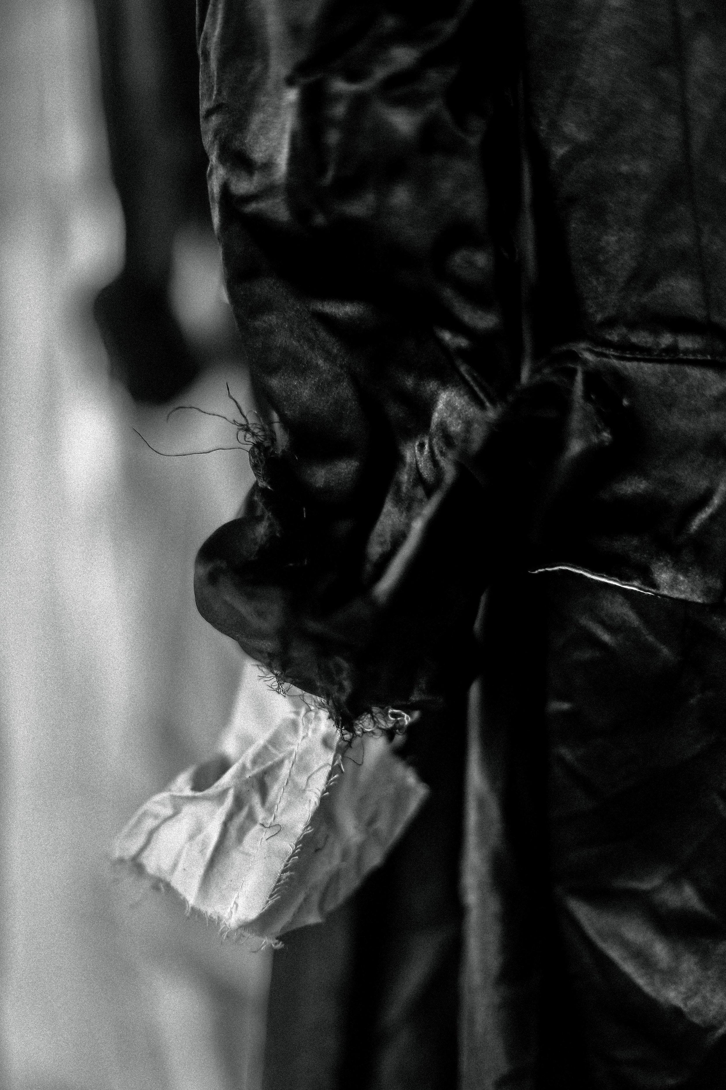 - Elena Dawson в каждой своей вещи рассказывает маленькую историю. Где-то между произведений Лорда Байрона и Тима Бертона, предметы одежды созданные Elena Dawson обладают уникальной ретро-готической энергией.