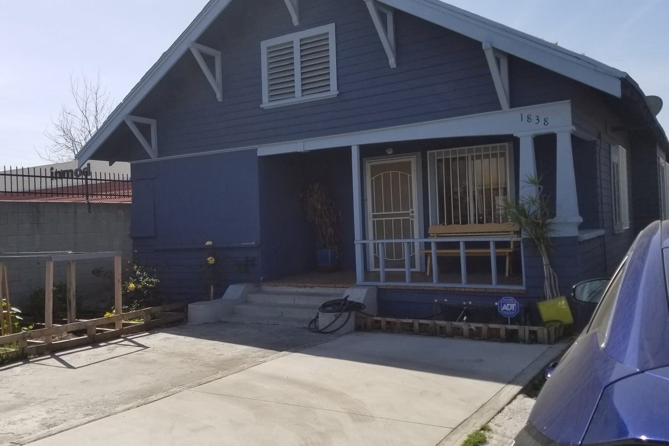1838 East 42nd Street,Los Angeles, CA 90058 - LEASE RATE: $ 21.60/ SF/ YRRBA: +/- 2,500- Renovated Live/Work Space near Downtown Los Angeles.- Ground floor loft with kitchen, two bathroom and wood floors.- Natural light from large windows.