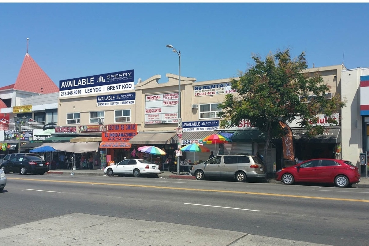 740-752 South Alvarado Street, Los Angeles, CA 90057 - LEASE RATE: $ 18.00 - $ 53.40 /SF/YRGLA: +/- 10,177 SFThriving retail stores at street level and small offices on 2nd floor. Large 30 car parking lot in rear. Because the area is so busy, demand is very high for space in this building .