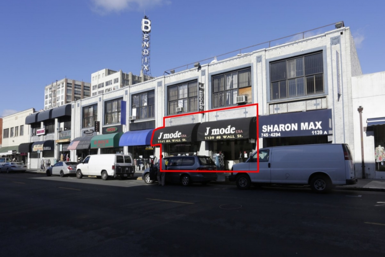 1139-1145 WALL STreet, LOS ANGELES, CA 90015 - LEASE RATE: $ 1.75/ SFGLA: +/- 45,000 SF- Bus Line.- Signage.- Signalized Intersection.