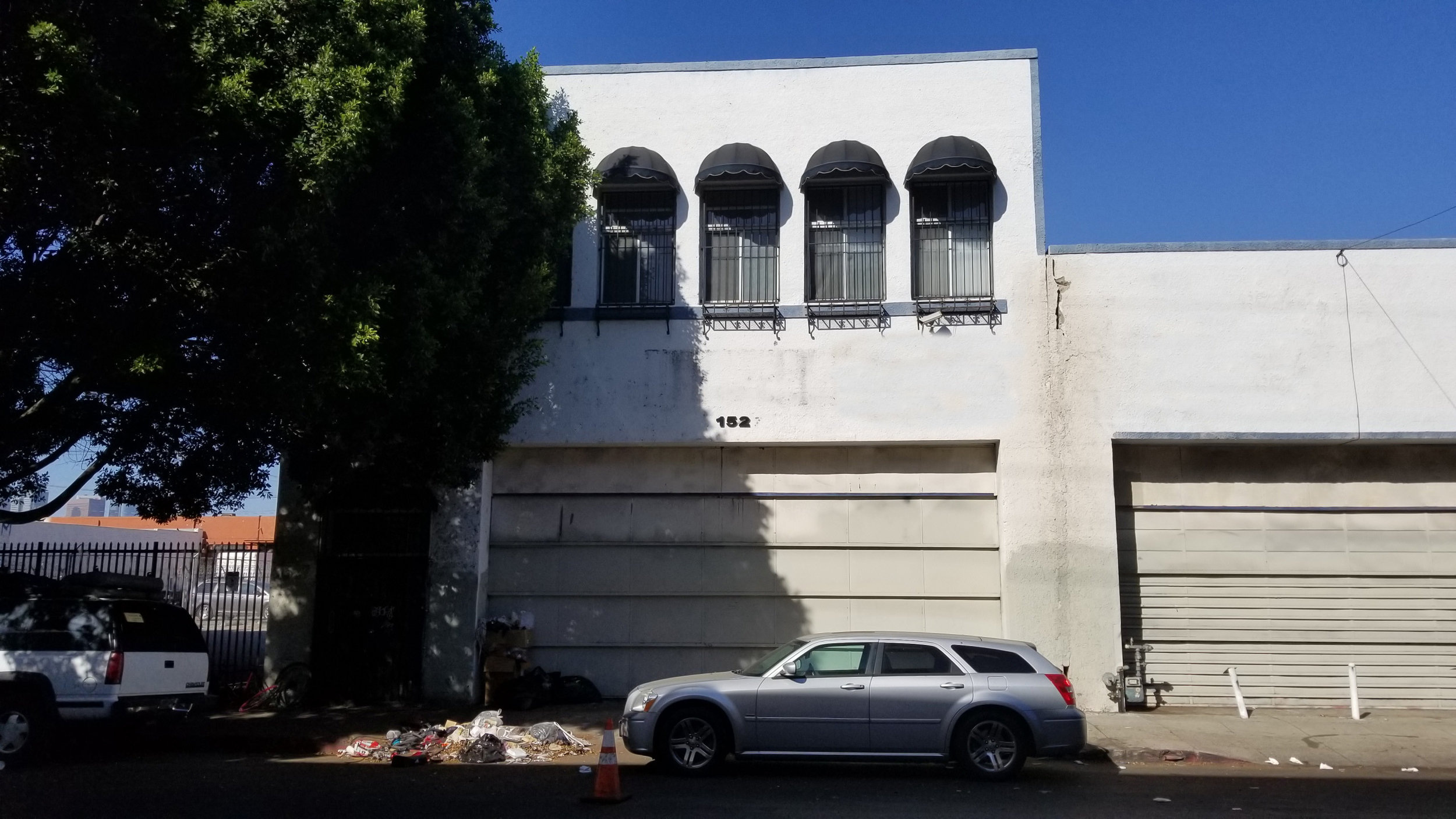 1527 NEWTON STreet, LOS ANGELES, CA 90021 - - Lease Rate: $ 0.95/SF- Type: Warehouse- Leasable Space: 10,000 SF (2 Story Building)1st Floor: 5,000 SF Warehouse2nd Floor: 5,000 SF Office