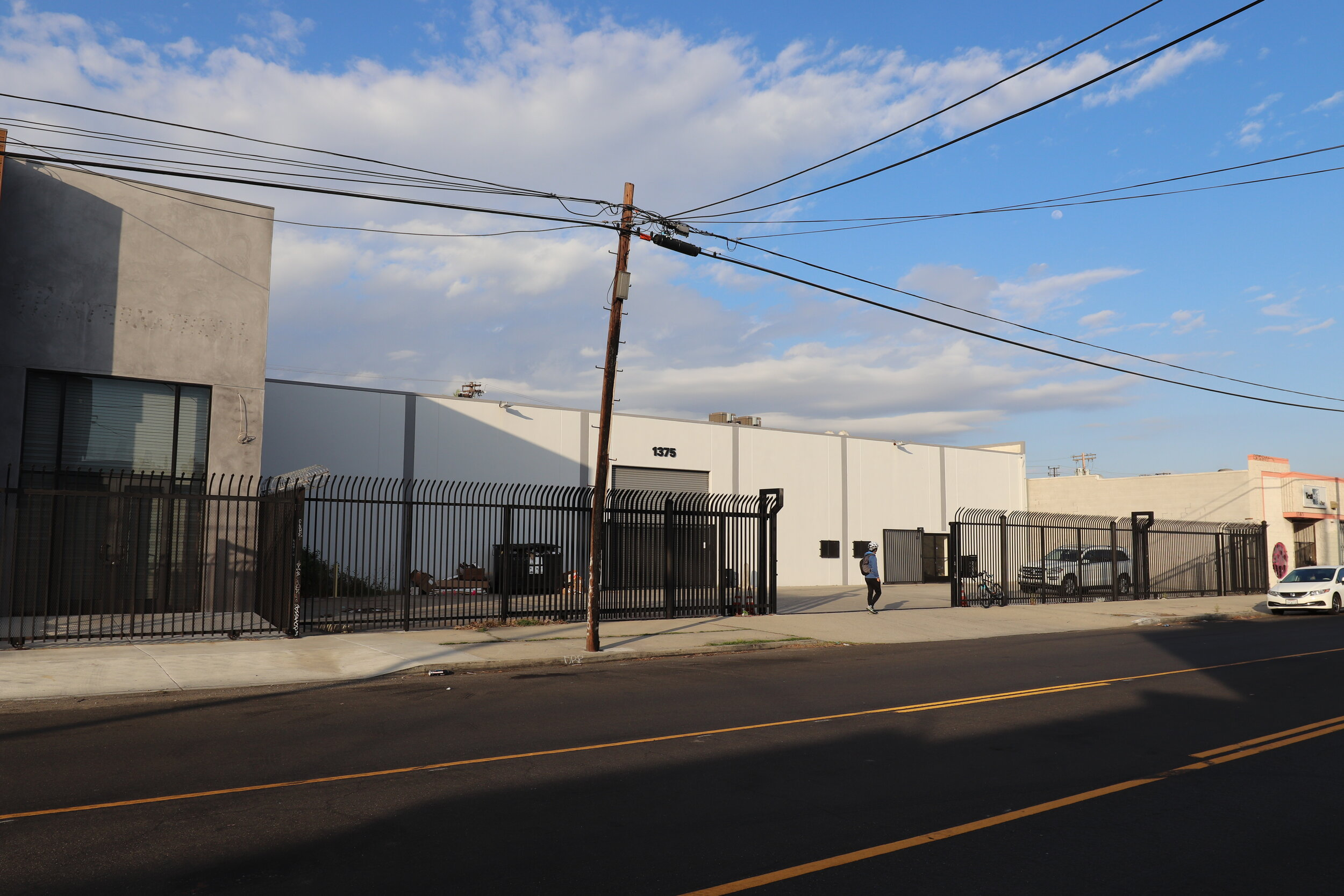 1375 east 15th street, los angeles - - Industrial Building- GBA 12,000 SF- Land 16,800 SF- In Opportunity Zone- Bonus 1,300 SF of Office Mezzanine with Bathroom