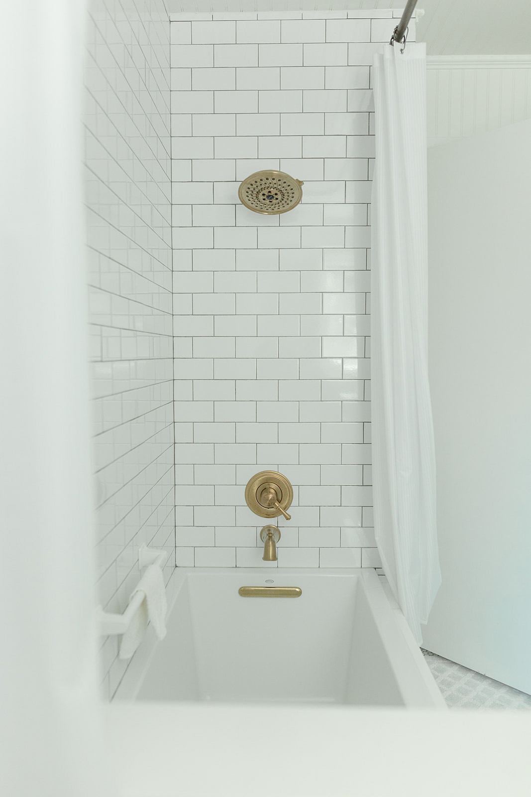 Columbus Ohio Interior Decorator white bathroom