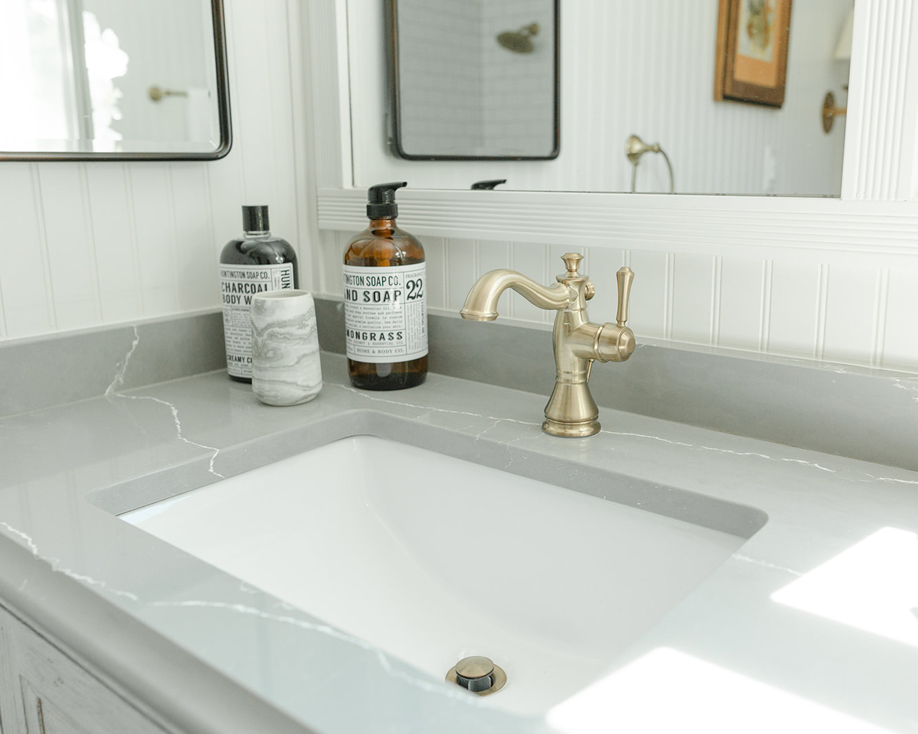 corner bathroom sink.jpg