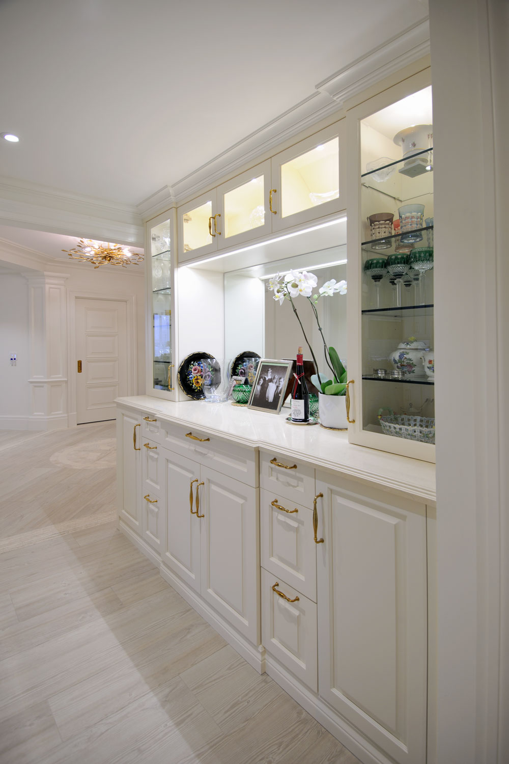 Timeless Traditional Home Bar