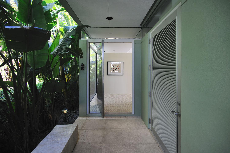 Modern Bath and Entrance