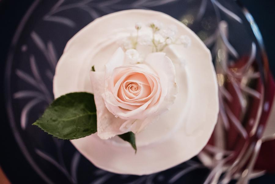 Wedding cake detail photo.