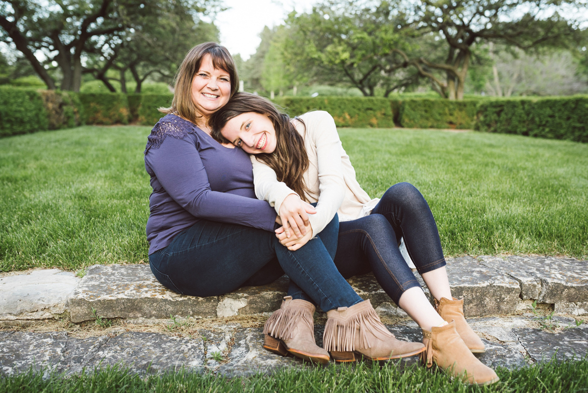 two_birds_photography_mom_daughter_portrait_session_spring_chicago_westmont_photographer_09.jpg