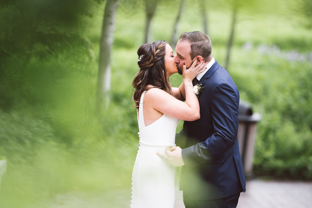 two_birds_photography_jacob_moreland_chicago_westmont_wedding_photographer_Independence_grove_june_summer_13.jpg
