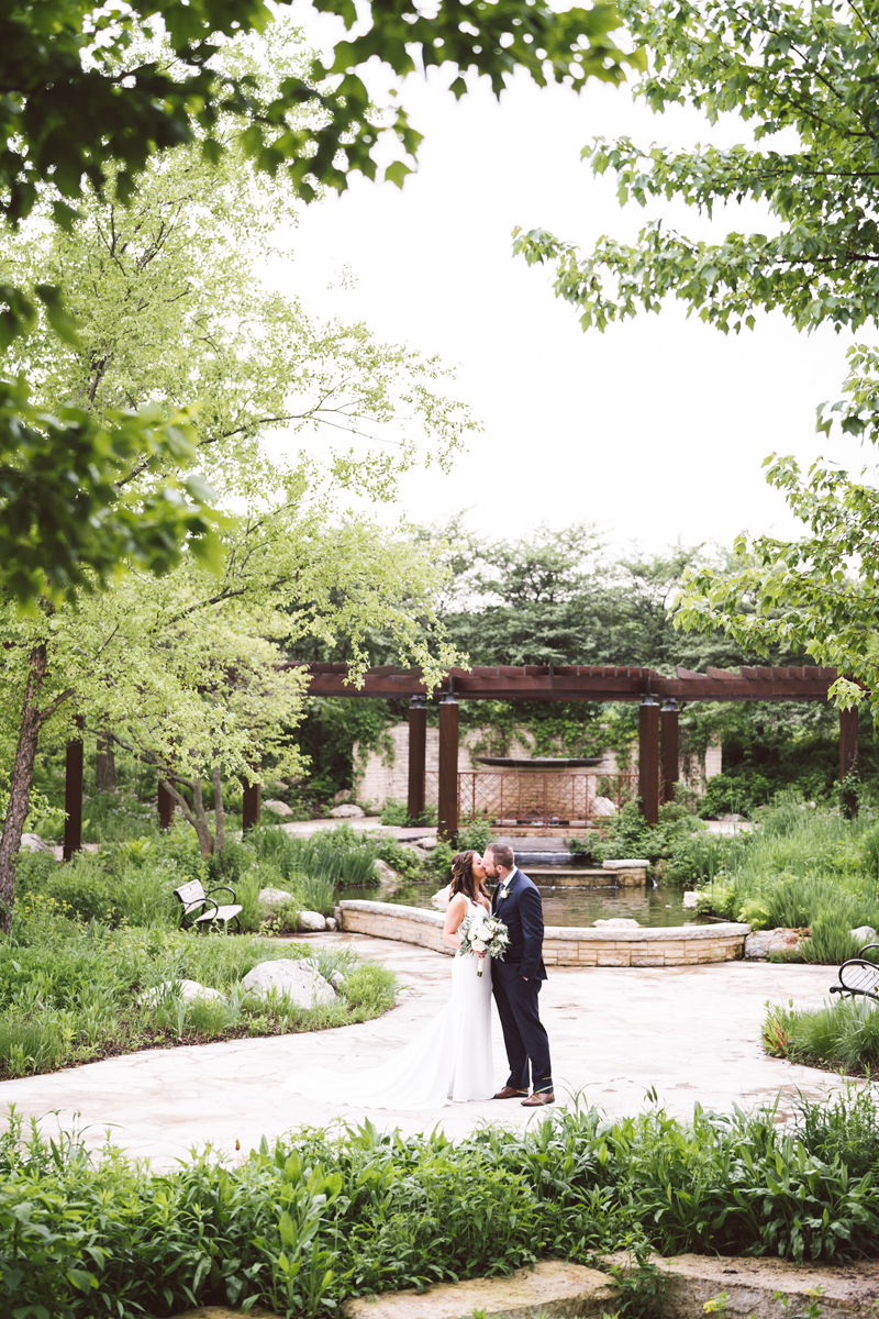 two_birds_photography_jacob_moreland_chicago_westmont_wedding_photographer_Independence_grove_june_summer_21.jpg