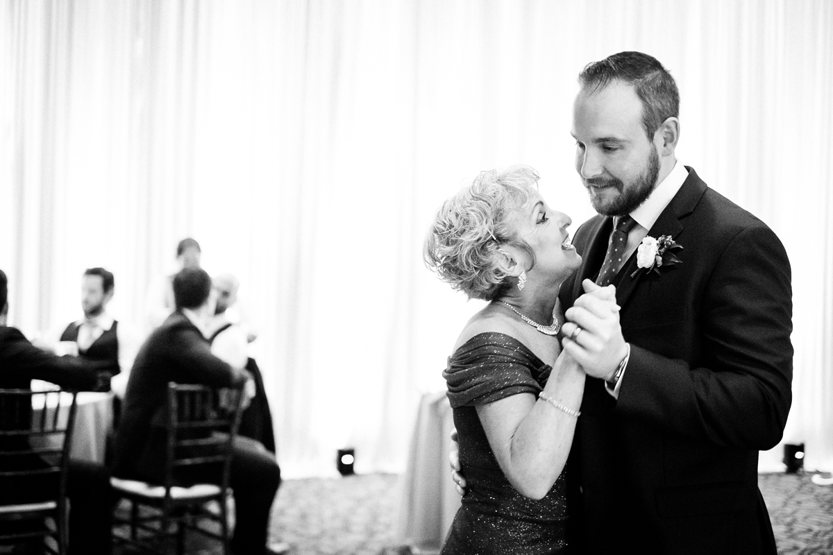 two_birds_photography_jacob_moreland_chicago_westmont_wedding_photographer_Independence_grove_june_summer_49.jpg