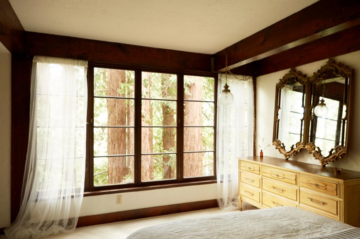 she_bedroom_3-1200x796.jpg
