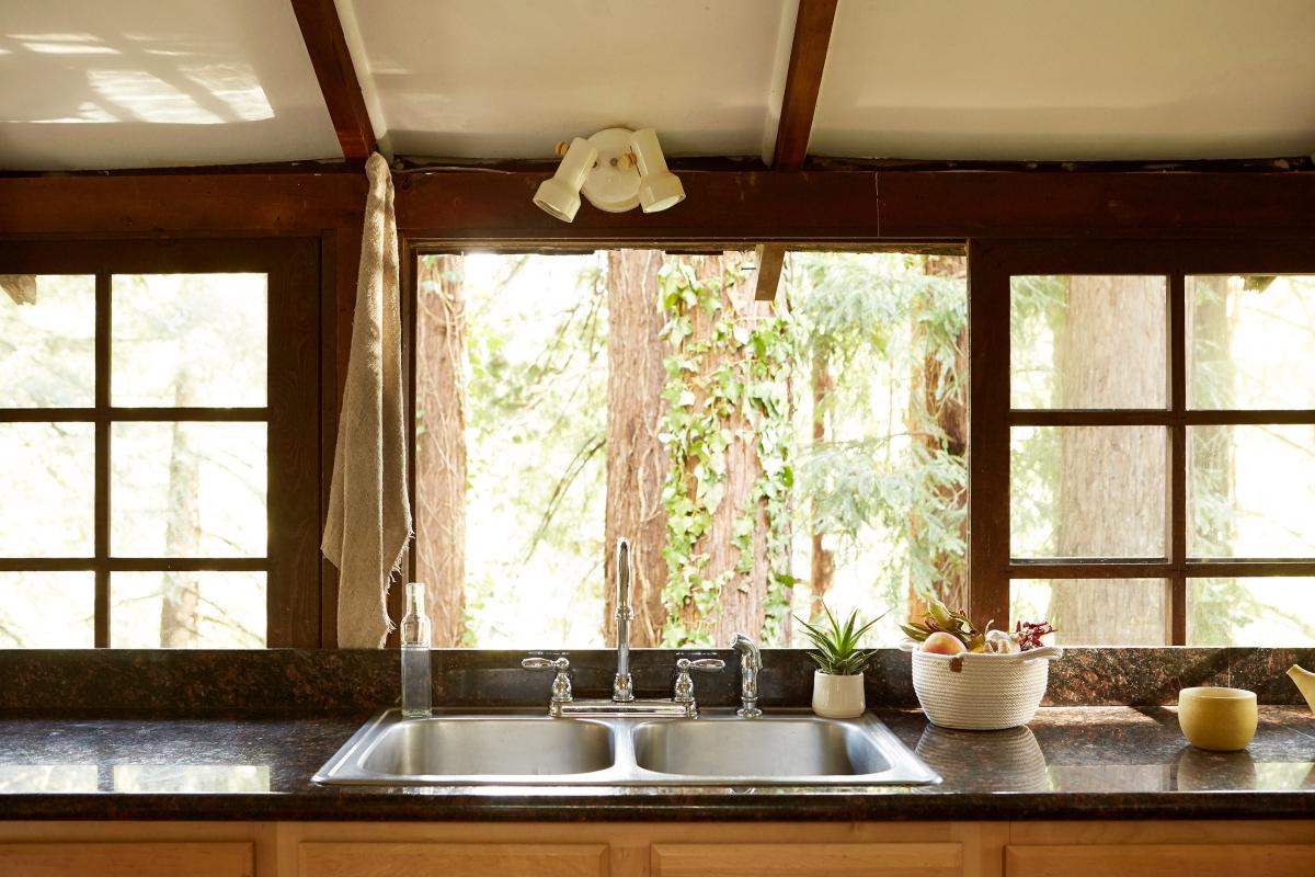 she_kitchen_2-1200x800.jpg