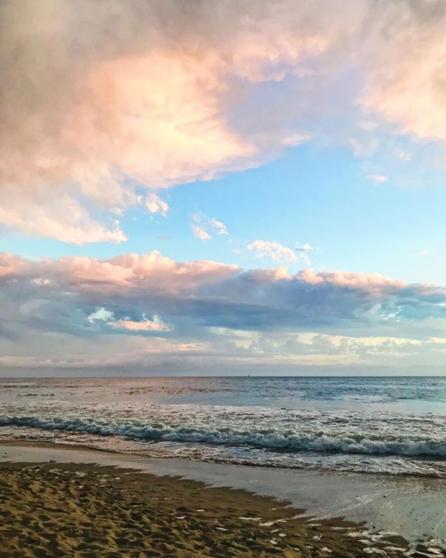 The most profound and instantaneous shift can be made by beginning and ending each day with GRATITUDE 🌊💕🙏🏻✨ What are you grateful for? #howyouglow