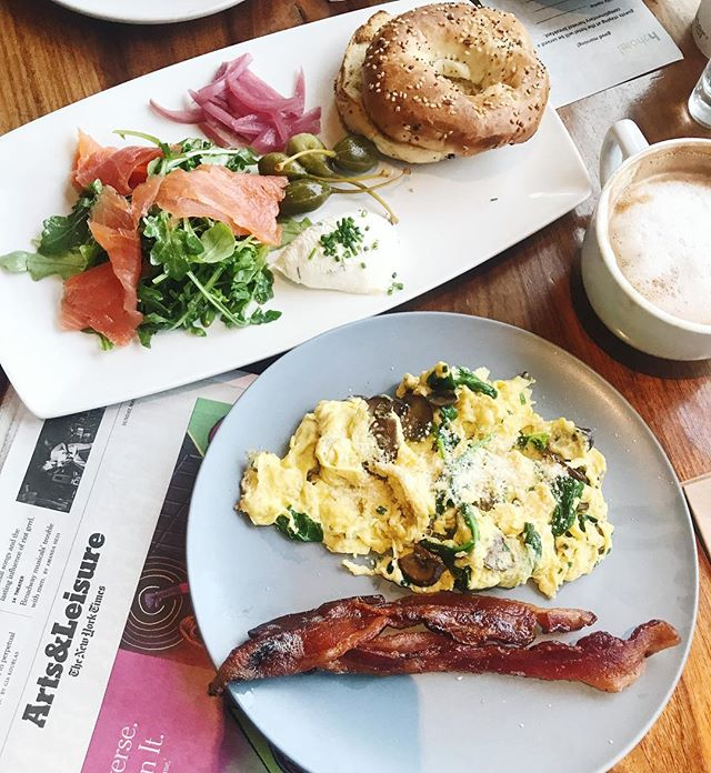 Wishing you all a slow, easy Sunday 💕✨ We are soaking up every moment in gorgeous Healdsburg, starting the day with this delicious breakfast and morning yoga @h2hotel @twonightsin 🙏🏻